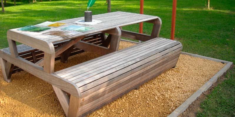 Cómo construir una mesa de picnic: Ensamblar los aparatos y las piernas