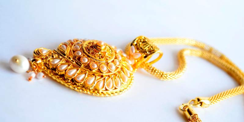 como limpiar anillos de oro