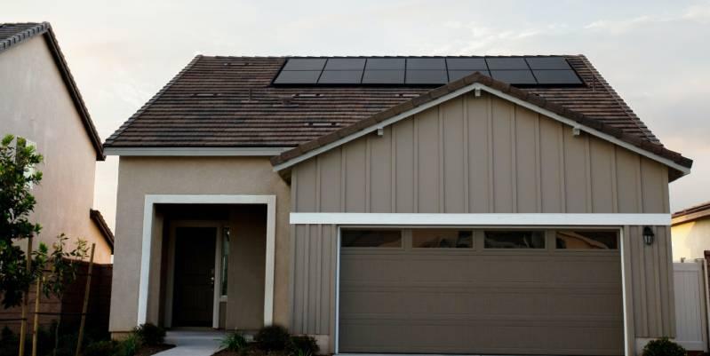 qué panel solar necesito para una casa